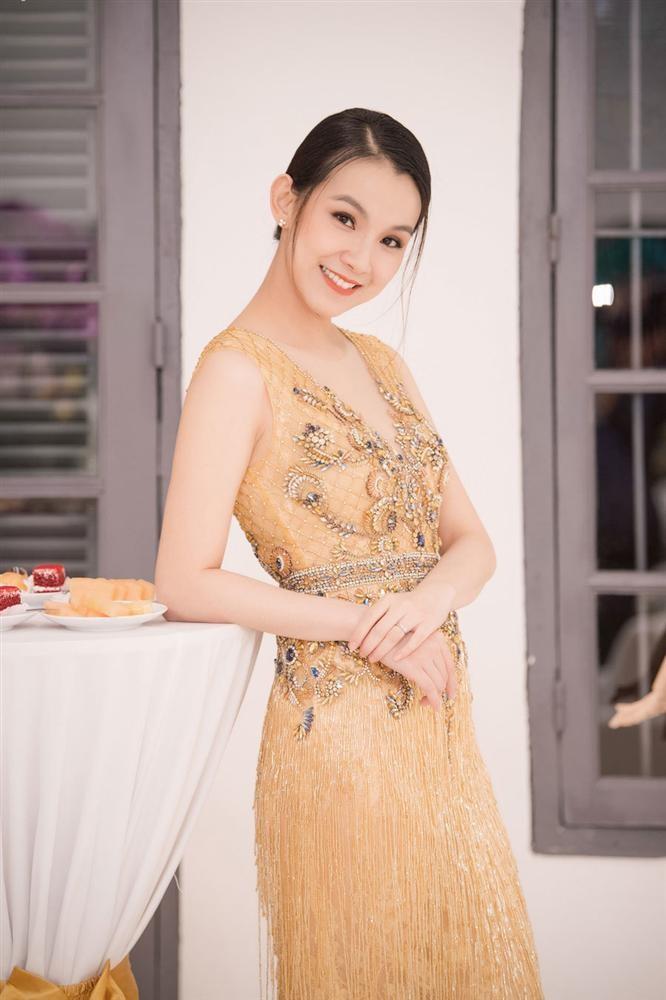 Hoa hau Thuy Lam - Dong Nhi - Vo Hoang Yen hoa ra la ban hoc-Hinh-3