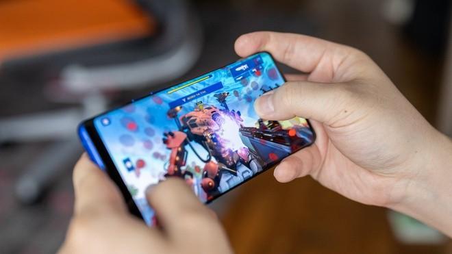 Nhung smartphone cuc dang de mua khi choi game-Hinh-2