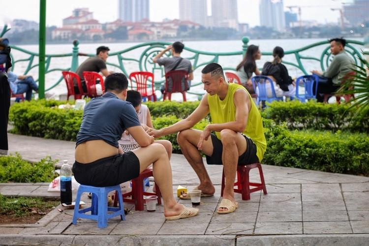 Hang quan ven ho Tay duoc dip hot bac-Hinh-2