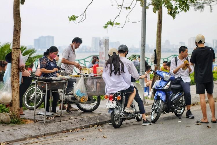 Hang quan ven ho Tay duoc dip hot bac-Hinh-3