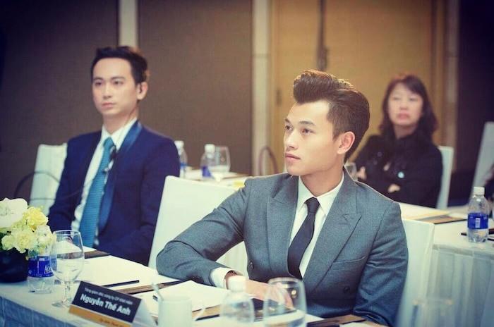 Hotboy Viet gia the 'khung', 'hoi chi em' tranh nhau 'rung trung'