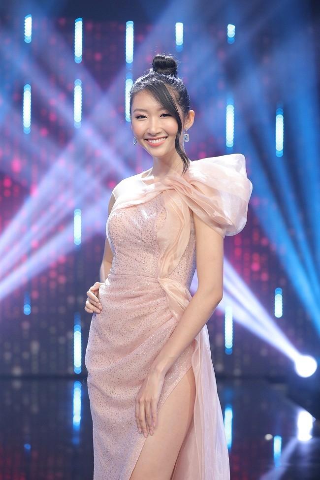 Hoa hau Thanh Khoa dau don ke bat gap 'Tuesday' tai giuong-Hinh-2
