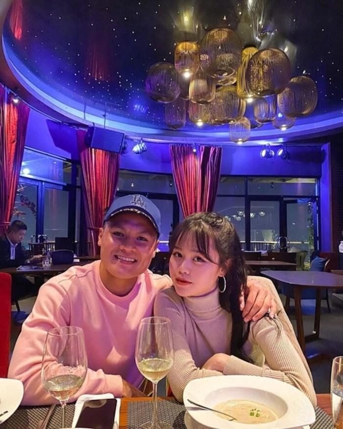 Quang Hai da dua ban gai moi ve ra mat gia dinh-Hinh-2