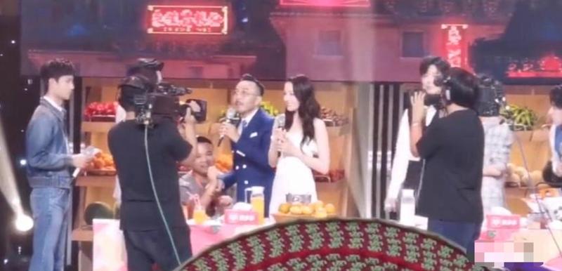 Fan cuong lan san khau cau hon Dich Le Nhiet Ba-Hinh-2