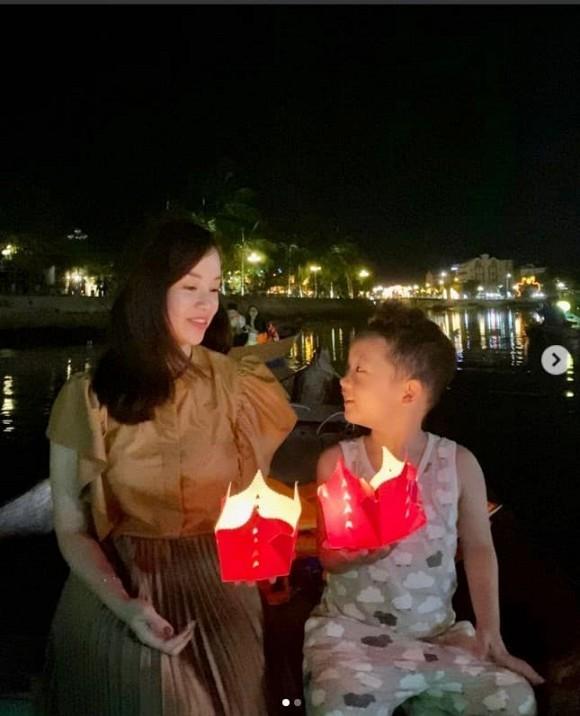 Nhan sac tuoi 30 cua Ly Kute khien hoi chi em ghen ti-Hinh-6