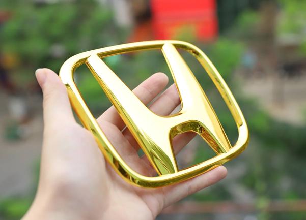 Royal Gift dua trao luu ma vang logo oto va sieu xe len tam moi-Hinh-2