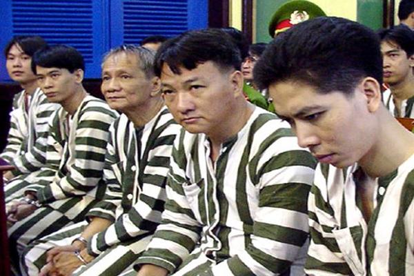 "Nam Cam (Ky 32): Hanh trinh ""chat voi bach tuoc"" xuyen bien gioi"