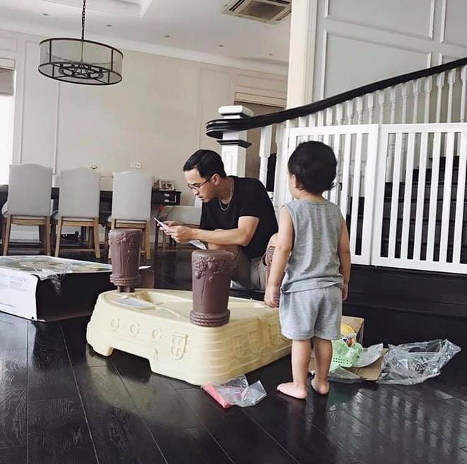 Con gai Tang Thanh Ha 3 tuoi da doc thong viet thao tieng Anh-Hinh-6