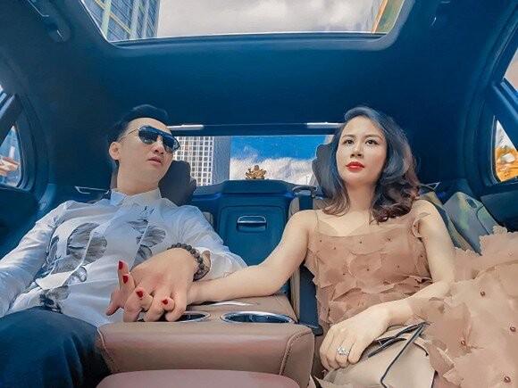 Vo MC Thanh Trung khoe nhan sac xinh hon ca thoi chua chong-Hinh-2
