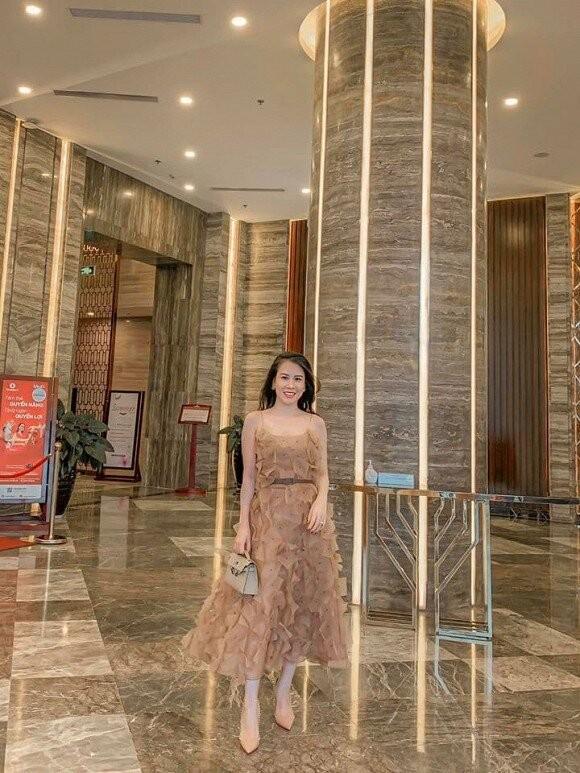 Vo MC Thanh Trung khoe nhan sac xinh hon ca thoi chua chong-Hinh-3