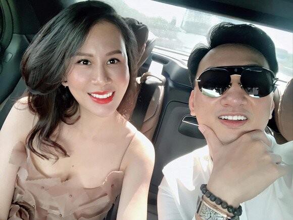 Vo MC Thanh Trung khoe nhan sac xinh hon ca thoi chua chong-Hinh-5