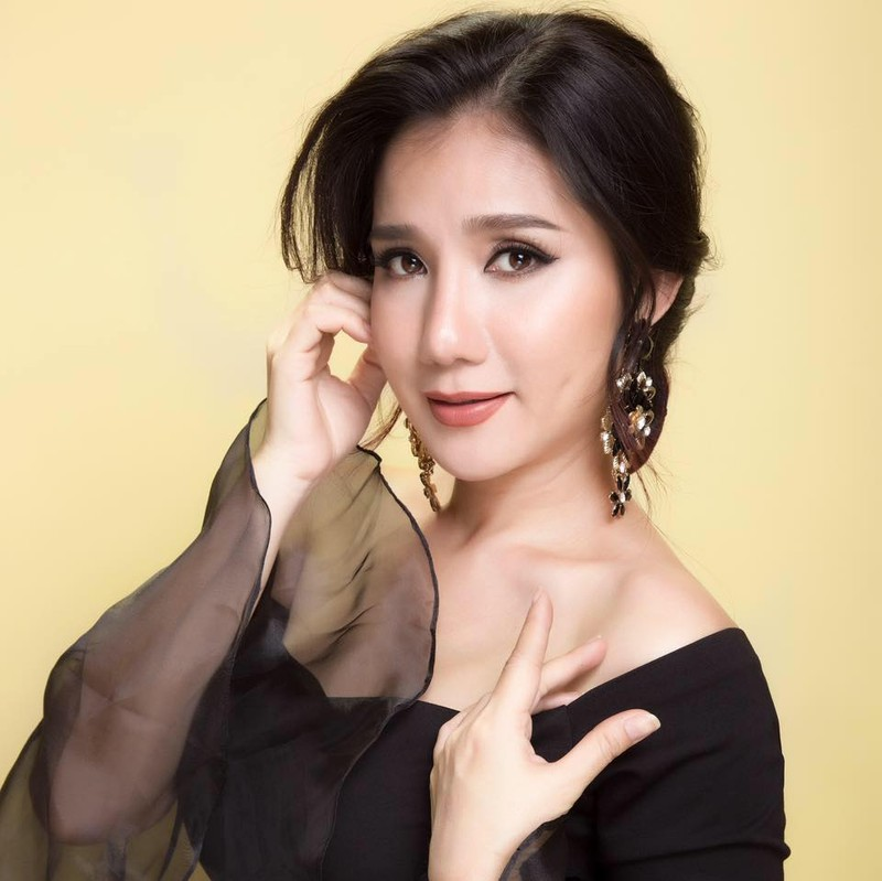 MC Cat Tuong tiet lo cuoc tinh tay ba voi 'phi cong'
