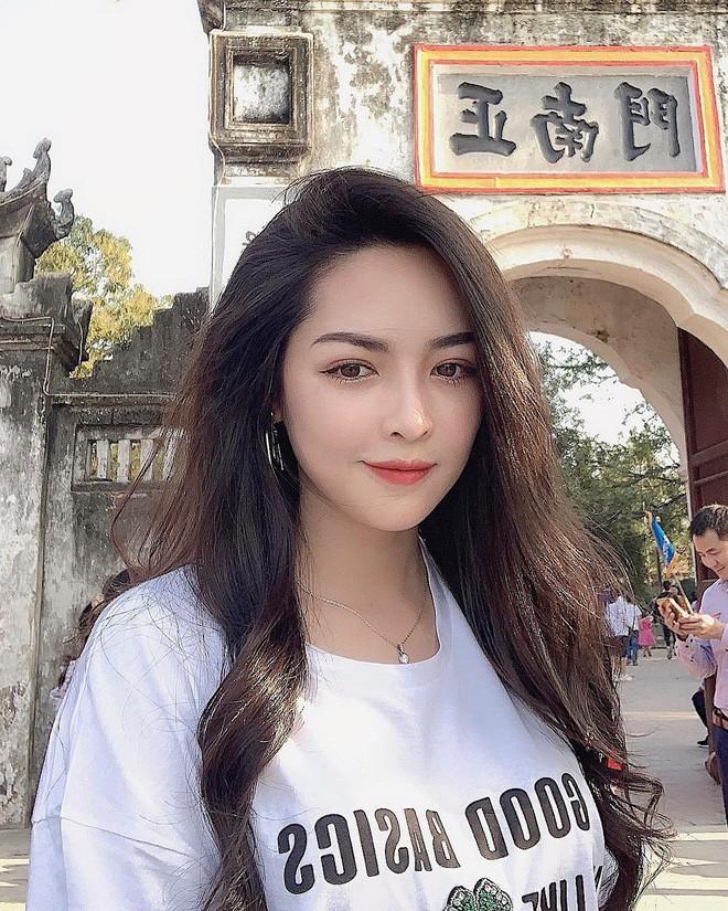 Hoc theo nu chinh Nguoi ay la ai len do trong mua he-Hinh-10