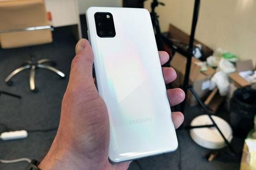Can canh Samsung Galaxy A31 voi gia 6,49 trieu dong-Hinh-17
