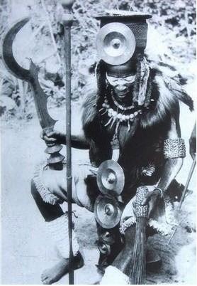 """Lanh nguoi voi """"Tu Hinh Dao"""" den tu Congo"""