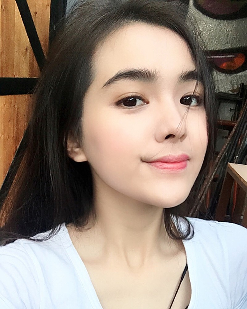 Nhan sac doi thuong cua nu sinh bi chup len trong thu vien-Hinh-6