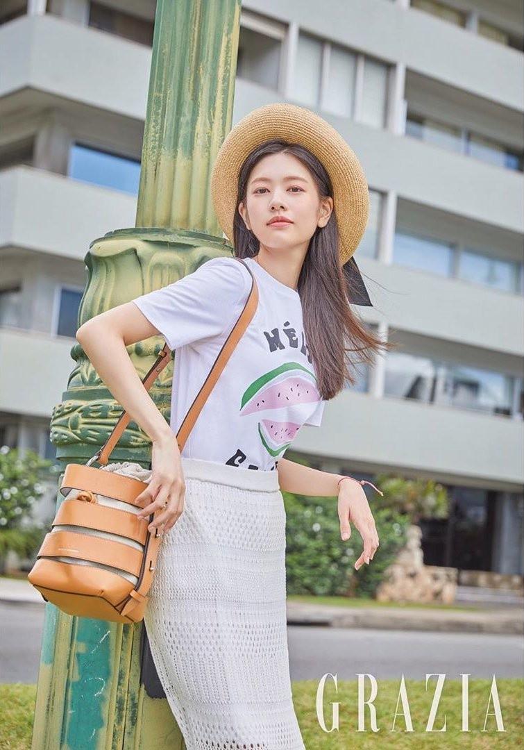 My nhan Han Quoc co guong mat tre tho, than hinh goi cam-Hinh-14