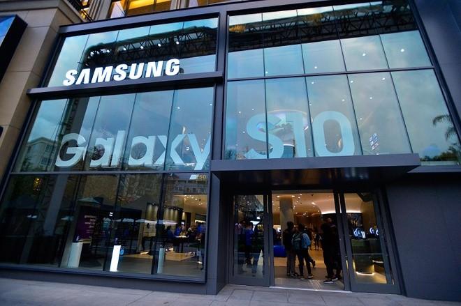 Samsung lam duoc dieu kho tin giua dai dich