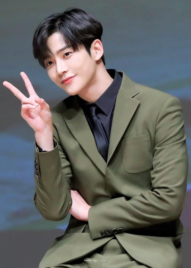 Sao Han chong nang di quay show luc 1h sang-Hinh-2