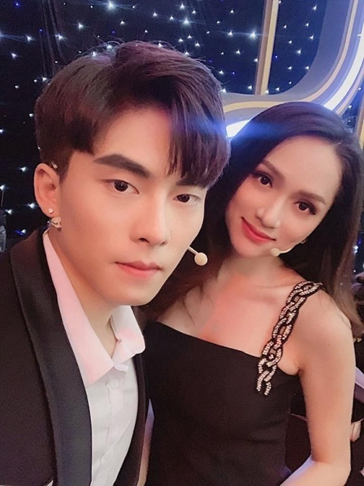 """Huong Giang nguong """"do mat"""" khi bi """"ban trai tin don"""" bat om hon"""