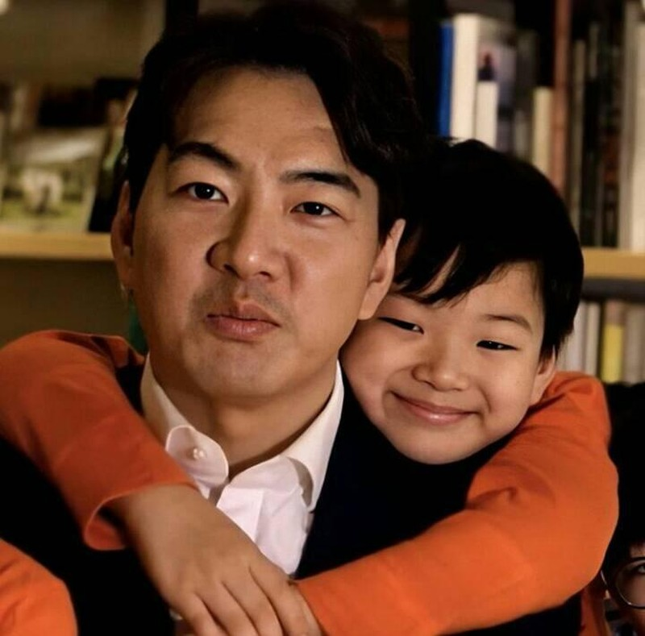 Song Il Gook tiet lo dieu dac biet ve Daehan - Minguk - Manse-Hinh-2