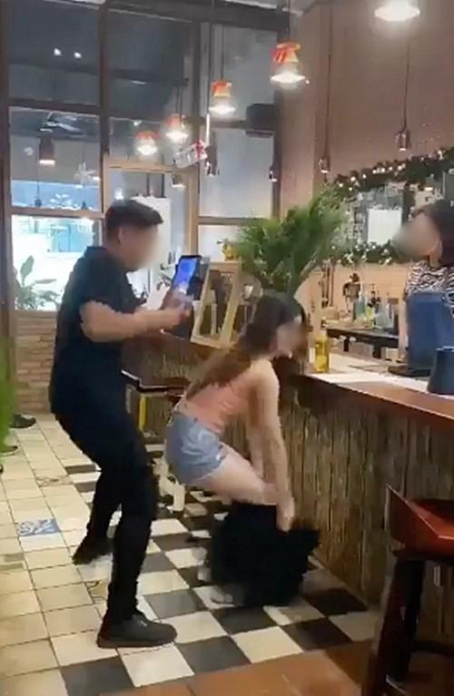 Hanh dong cua co gai khien cu dan mang thi 'nem da' kich liet