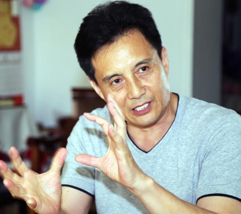 Sao 'Tay du ky 1986' - ba lan ket hon, 6 lan mat con-Hinh-6