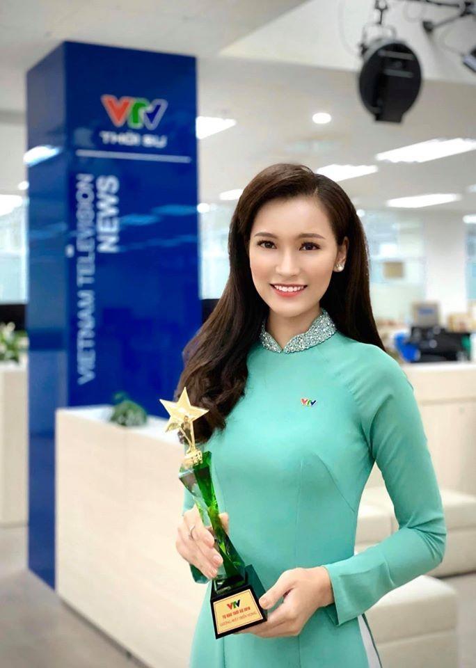 4 nu MC tre trung nhat nhi VTV: Nhan sac khong thua hoa hau-Hinh-4
