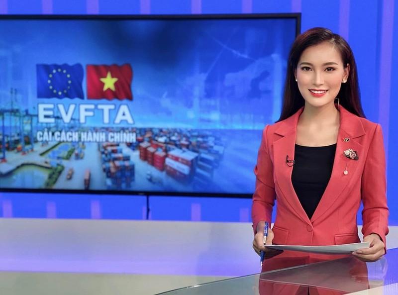 4 nu MC tre trung nhat nhi VTV: Nhan sac khong thua hoa hau