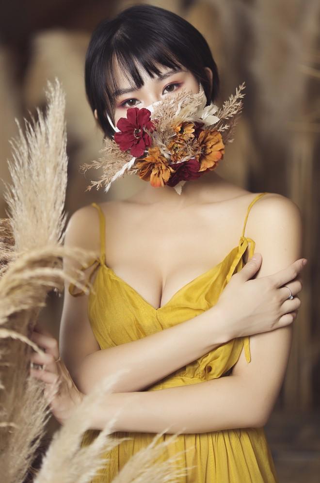 Hoa hau Pham Lan Anh gay bat ngo khi coi khau trang-Hinh-3