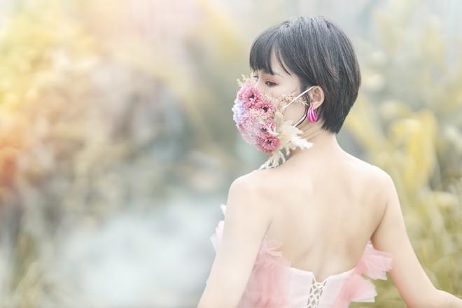 Hoa hau Pham Lan Anh gay bat ngo khi coi khau trang-Hinh-7
