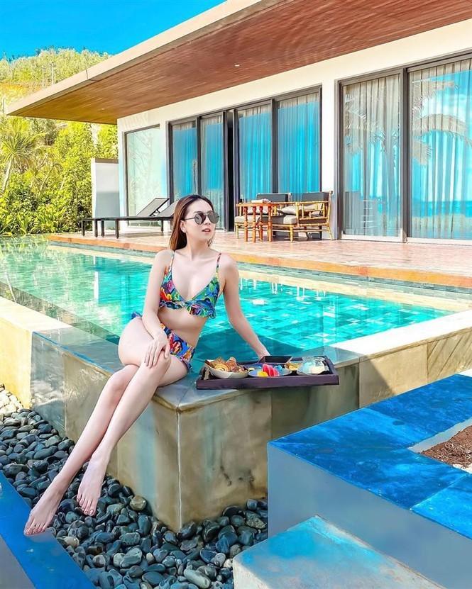 MC thoi tiet Mai Ngoc mac bikini khien ai nhin cung me dam-Hinh-3