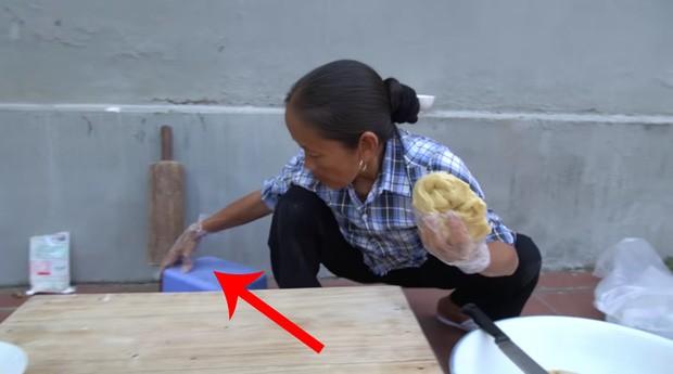 Ba Tan Vlog bi soi nau an mat ve sinh-Hinh-7