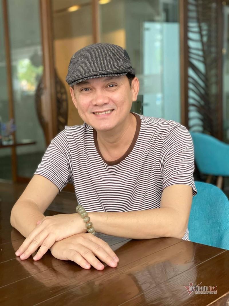 NSUT Huu Chau tuoi 54: Khong vo con, song voi me gia
