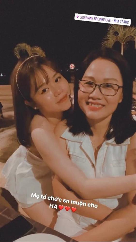 Quang Hai ra mat me Huynh Anh-Hinh-4
