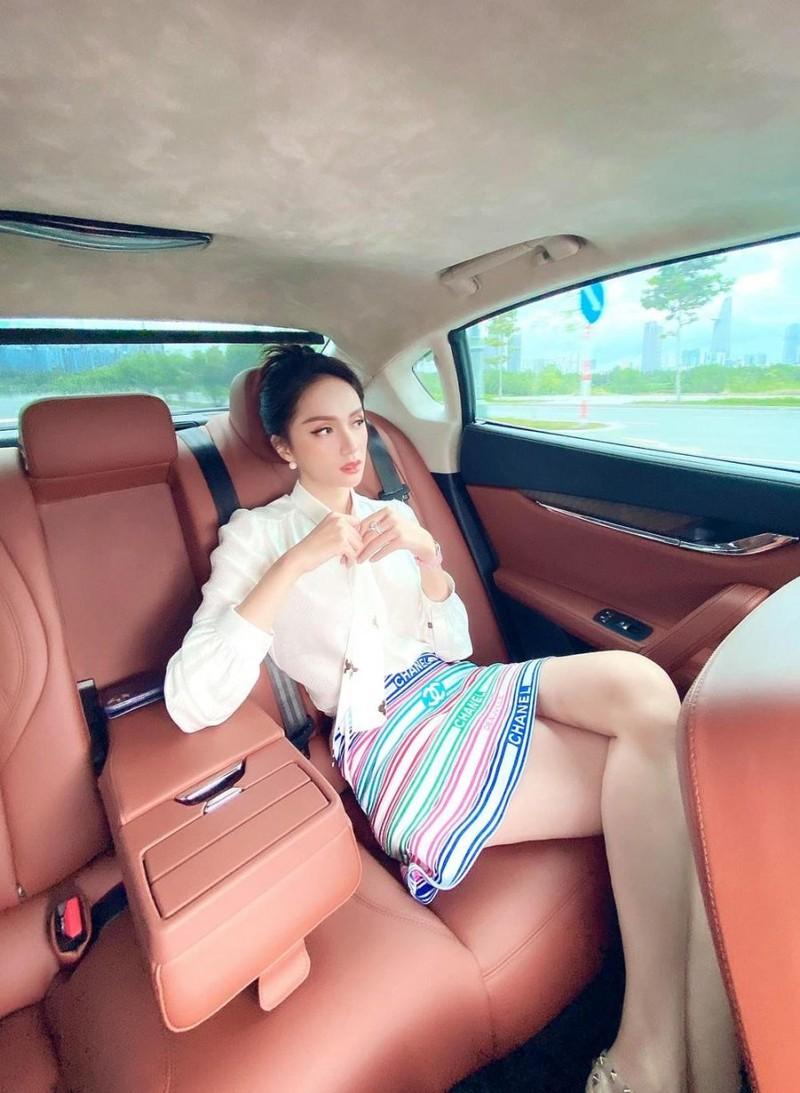 Fan dang gap cu soc lien hoan den tu dai gia Huong Giang-Hinh-2