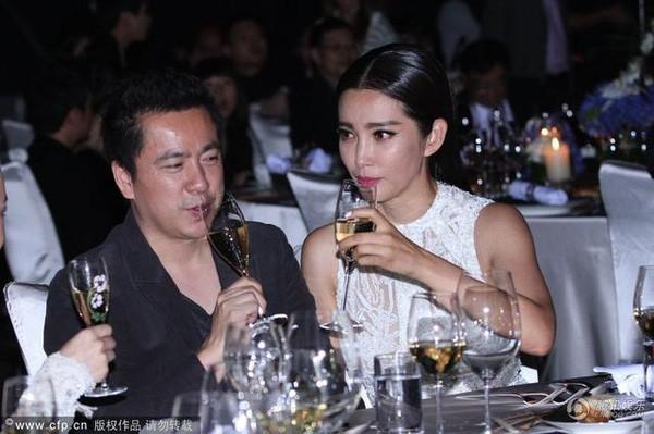 Sao Hoa ngu uong ruou nhu nuoc la-Hinh-3