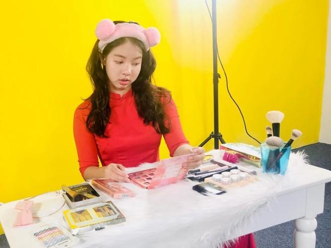 Vlogger dau tien dua Vlog len song truyen hinh noi loi chia tay-Hinh-2