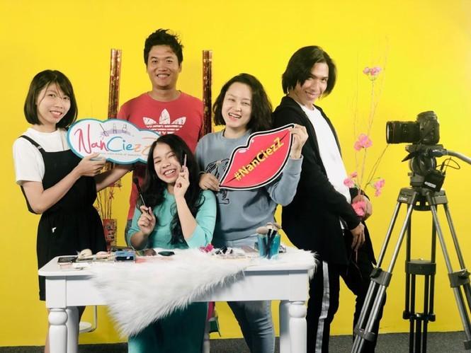 Vlogger dau tien dua Vlog len song truyen hinh noi loi chia tay-Hinh-3