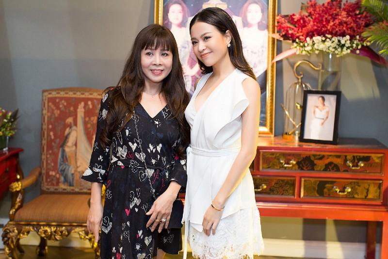 Hoang Thuy Linh ke lai thuo me ngoi khau do dien cho co-Hinh-3