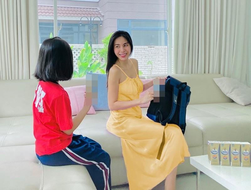 Con gai cua Thuy Tien lon phong phao gay ngo ngang-Hinh-3