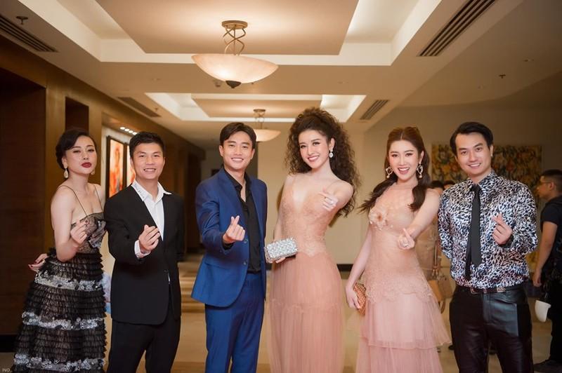 Thuy Ngan lo nhieu bang chung my nhan khai khong chieu cao-Hinh-4