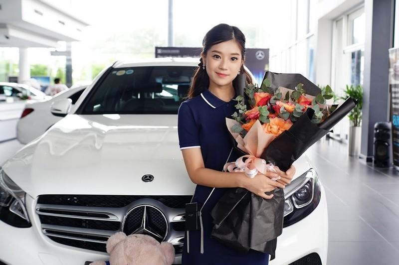 My nhan Viet tung tau xe hop bac ty khi tuoi doi kha tre-Hinh-3