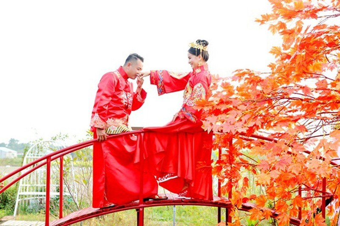 Dao dien Quyen Loc tu tay trang den co ngoi tien ti-Hinh-3