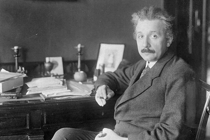 Thoi quen ky di cua thien tai Albert Einstein
