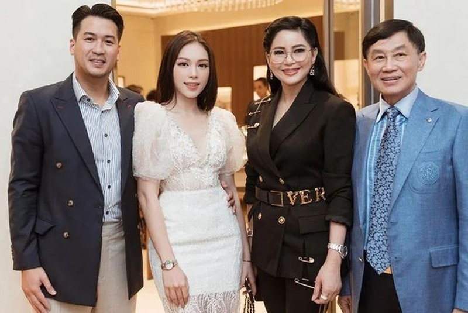 Linh Rin - Phillip Nguyen gay chu y khi lo anh om nhau-Hinh-4