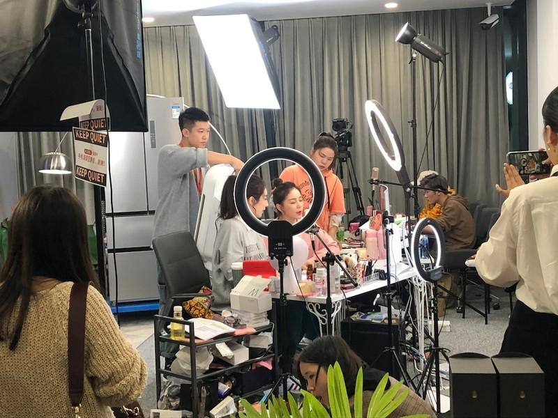 Nhung chieu tro ben trong cac buoi livestream-Hinh-2