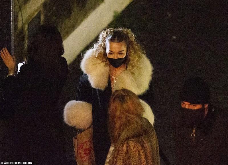 Ca si Rita Ora bi phat vi to chuc tiec sinh nhat