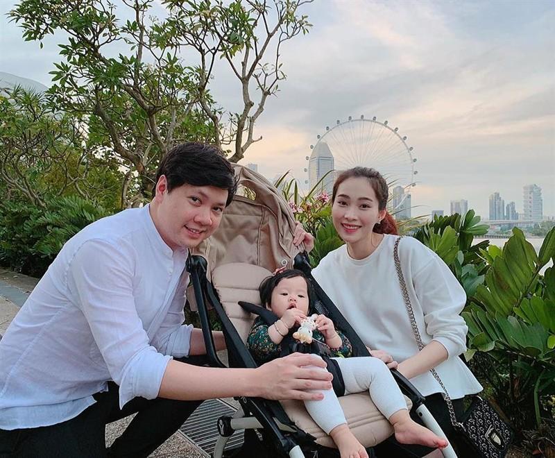 Con trai hoa hau Dang Thu Thao giong bo nhu lot-Hinh-3
