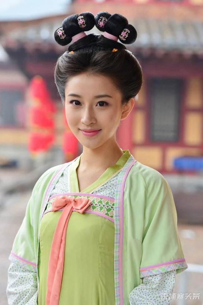 Nang phi tan tai mao song toan nha Duong